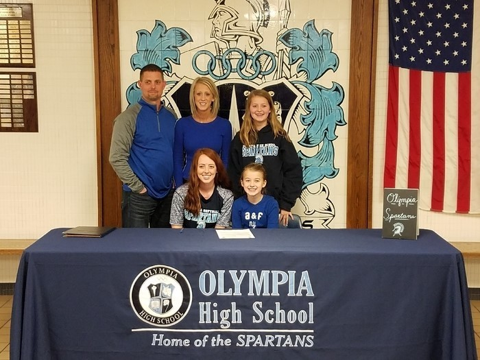 Alexis Finchum Commits to Play Softball at Illinois Central College