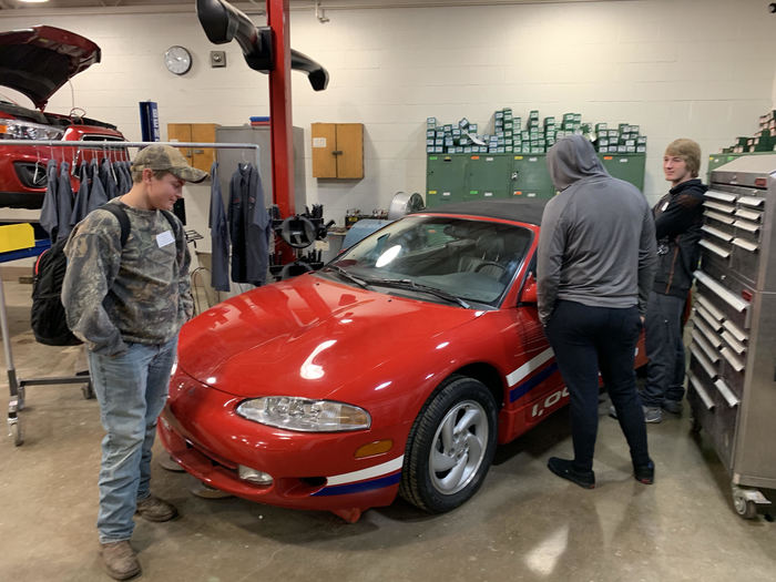 OHS students checking out the Automotive Technology shop at BACC