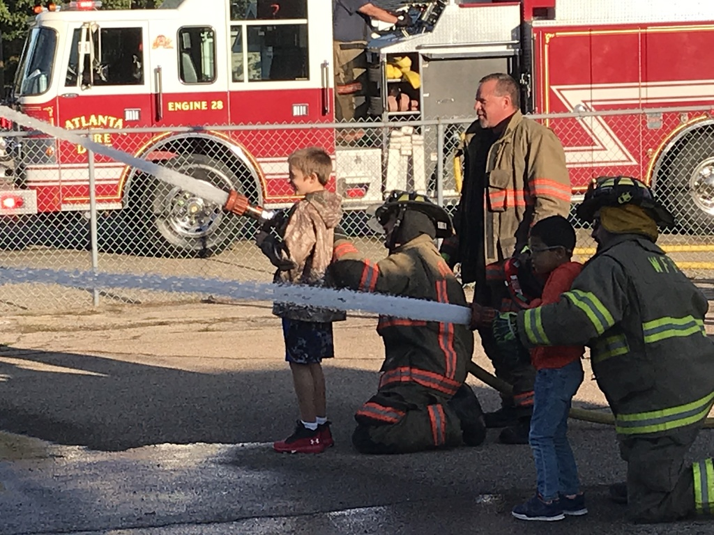 Students help the firefighters.